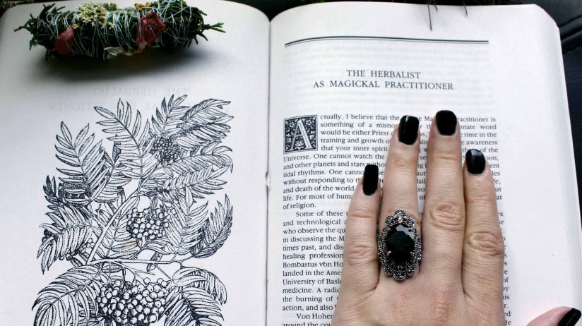 25 Books to Nourish Your InnerWitch